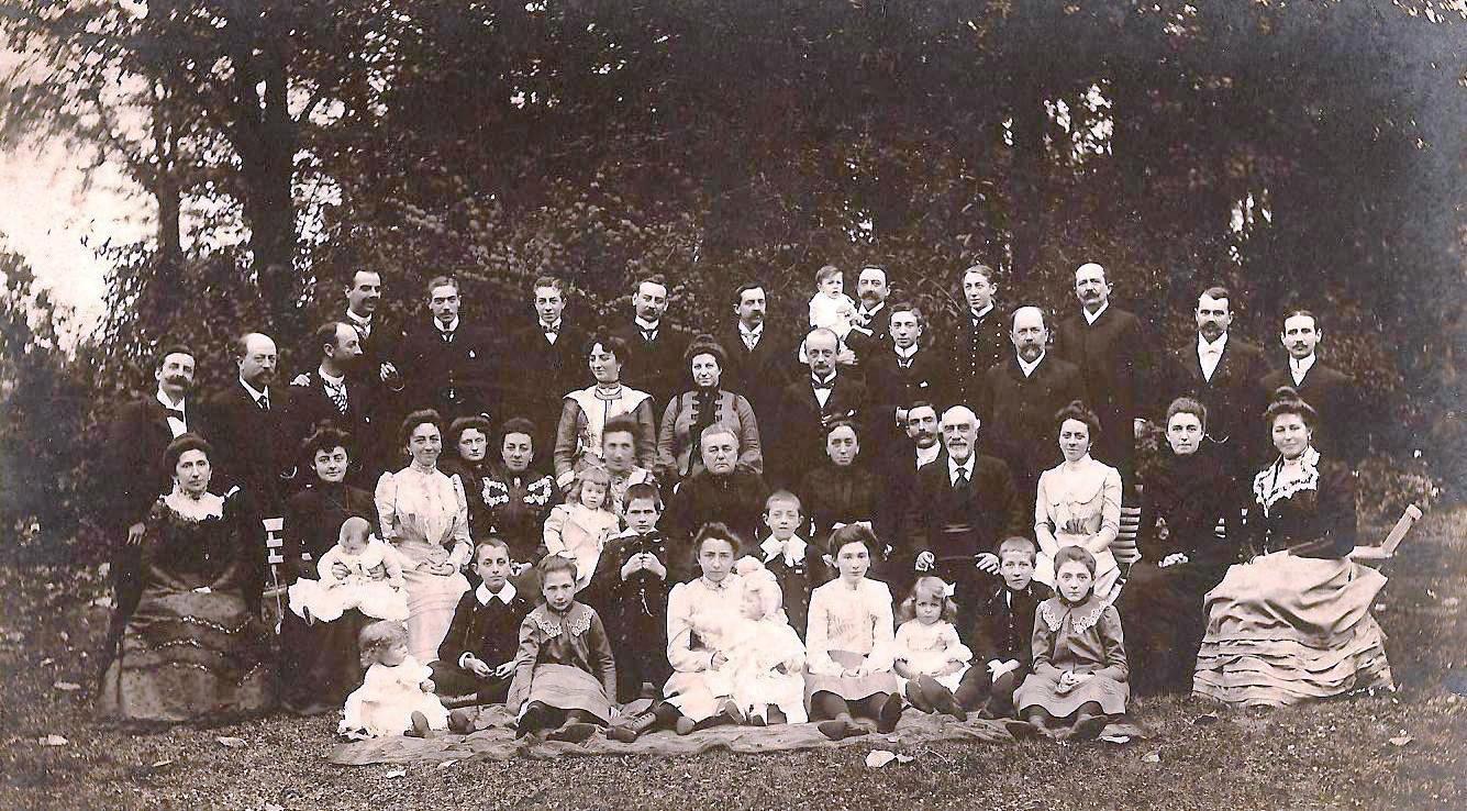 Diner-de-famille-chez-Charles-et-Marie-Prouvost-en-1901