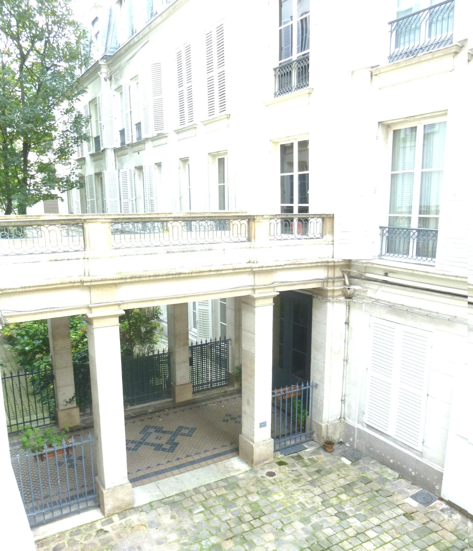 Salons-de-la-rue-de-Bourgogne-Pour-vous-les-prince
